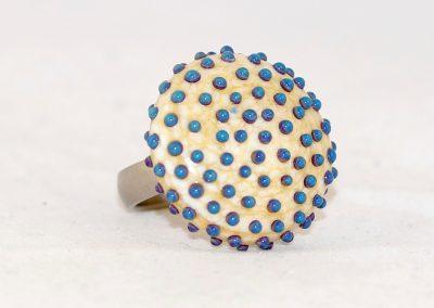 Üveg gyűrű pöttyökkel